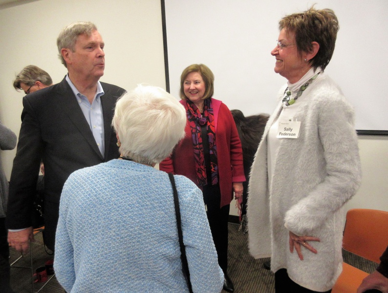 Tom Vilsack Sally Pederson her mother Winnie Pederson & Alicia Claypool.JPG