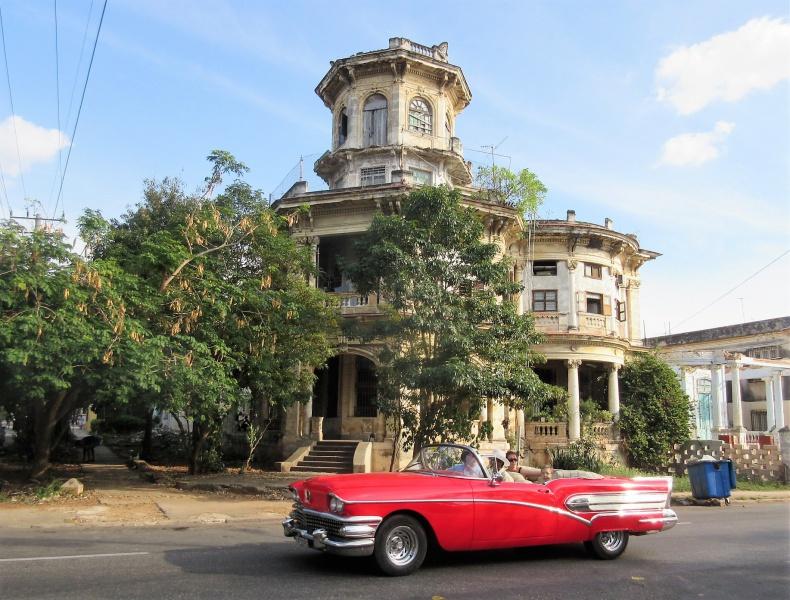 Fixer-uppers in Havana.JPG