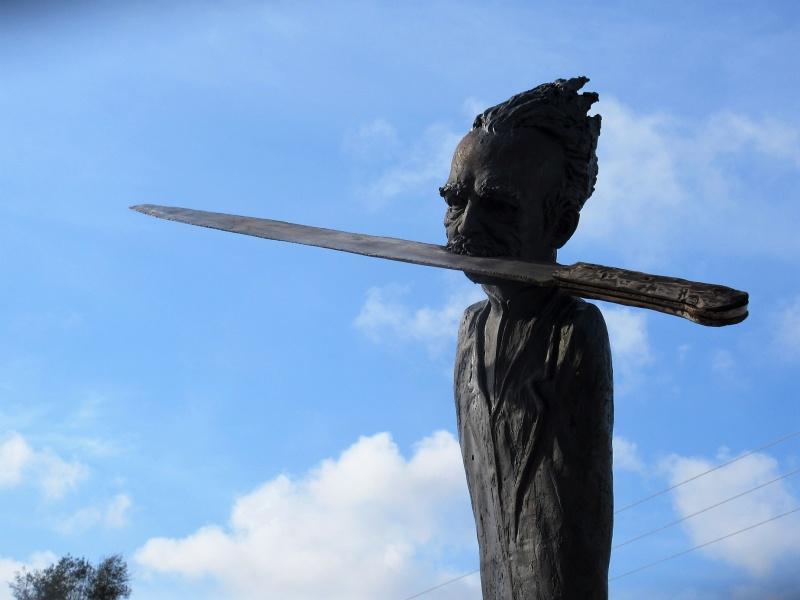 Sculpture's renditiion of Marti with machete in Matanzas gallery.JPG