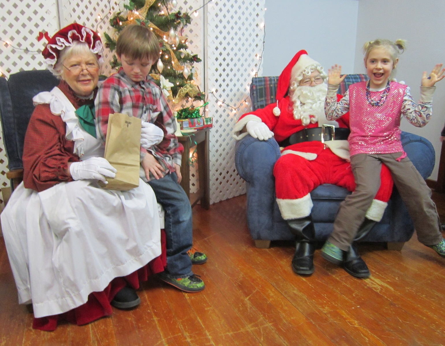 Clauses & Kids at Central Christian Church Dec 15.JPG