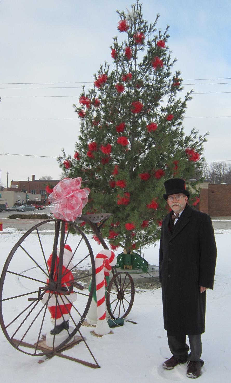 Allen Hall Top Hat at Community Tree in Malvern Dec 14.JPG