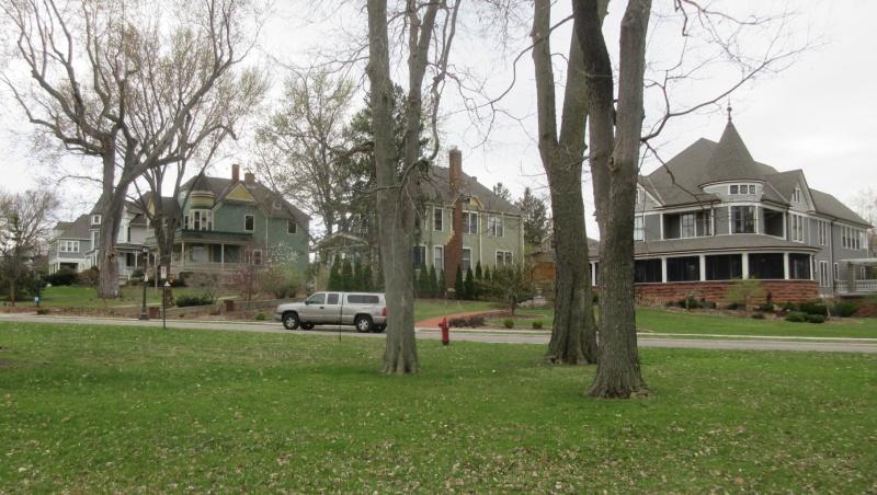 Como Park sits in classic St Paul MN neighborhood.JPG