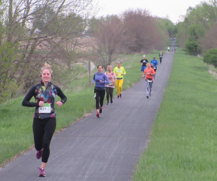 Pack of runners.JPG
