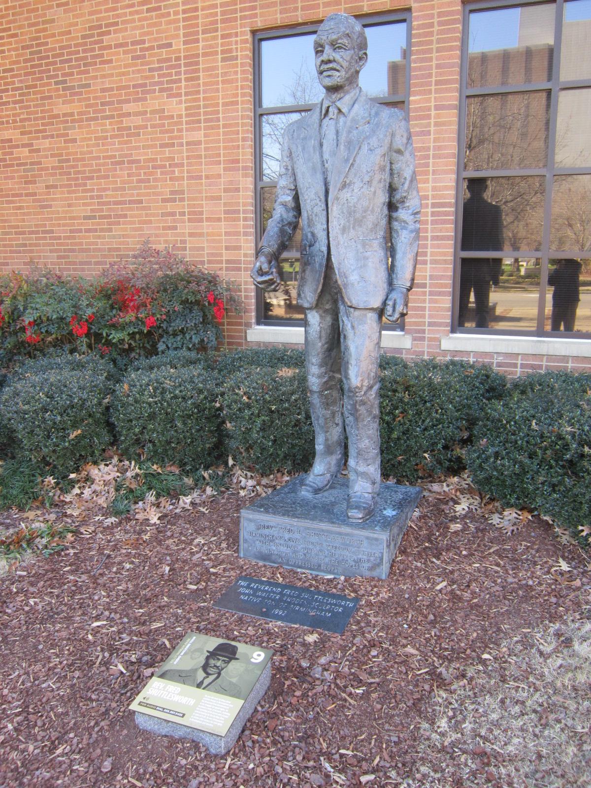 Statue Rev. Fred Shuttlesworth at Civ Rts Institute.JPG