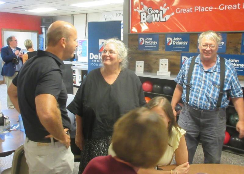 John Delaney greeting Liz Garst and Darwin Pierce in Coon Rapids.JPG