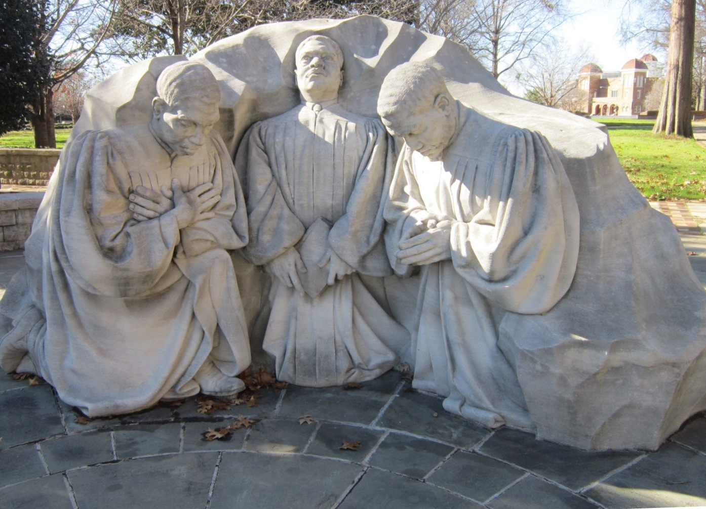 Kneeling Ministers Monument.JPG
