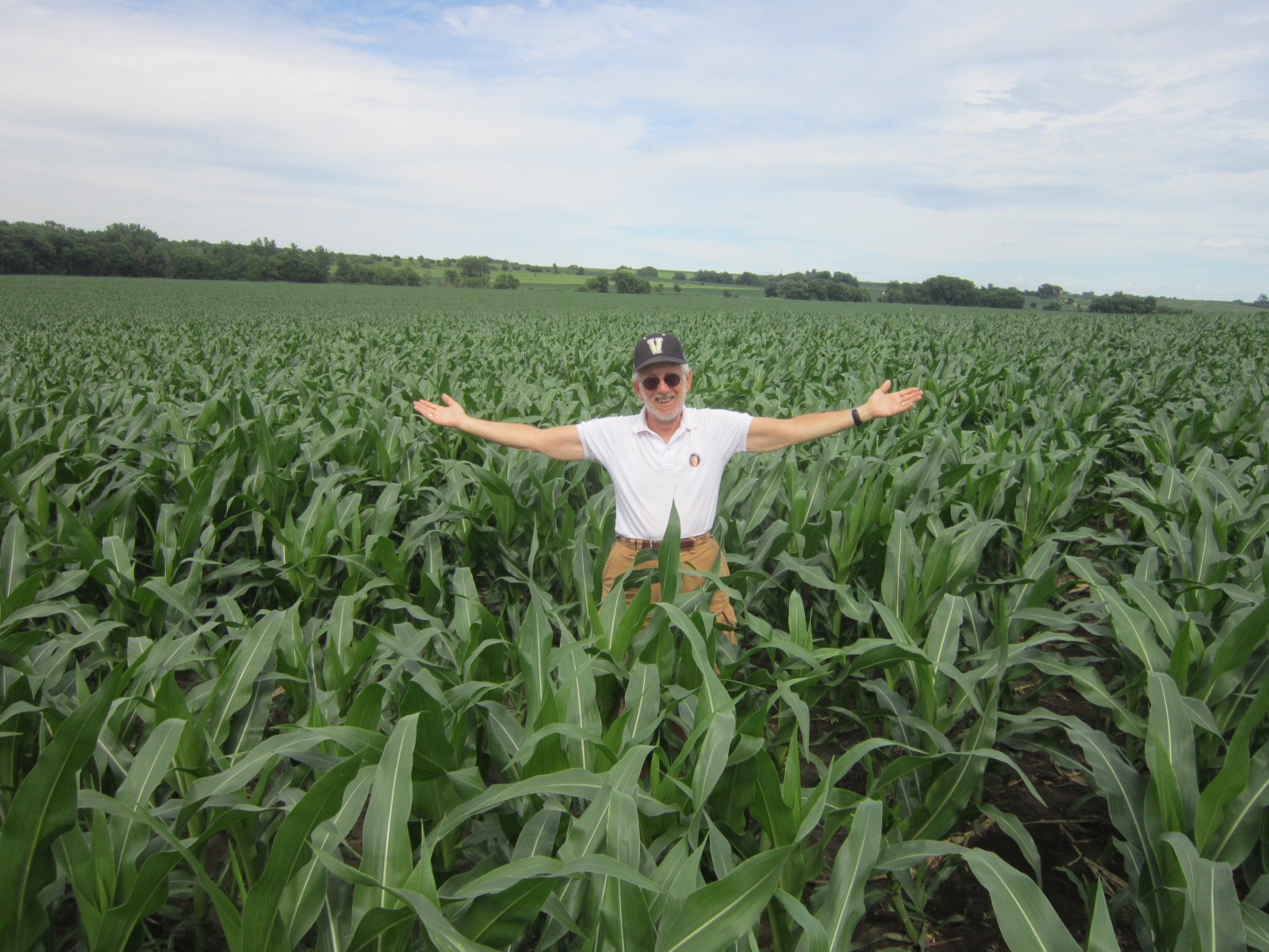 Paul Kurtz in Iowa cornfield June 24 B.JPG