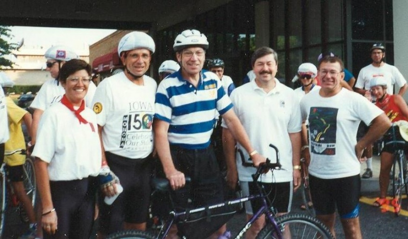 1 Iowa150 on last day of ride on Sept 4 1995 Offenburgers & state officials.jpg