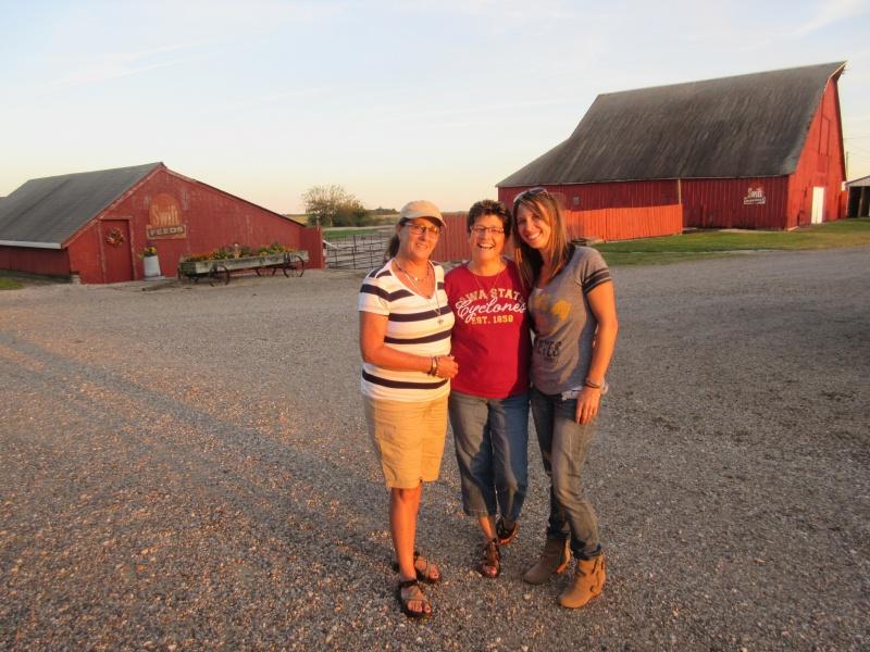Tammie, Carla & Carrie at Lawtons 2.JPG