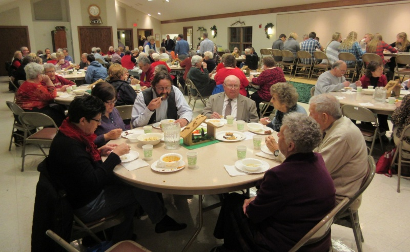 Great crowd at soup supper.JPG