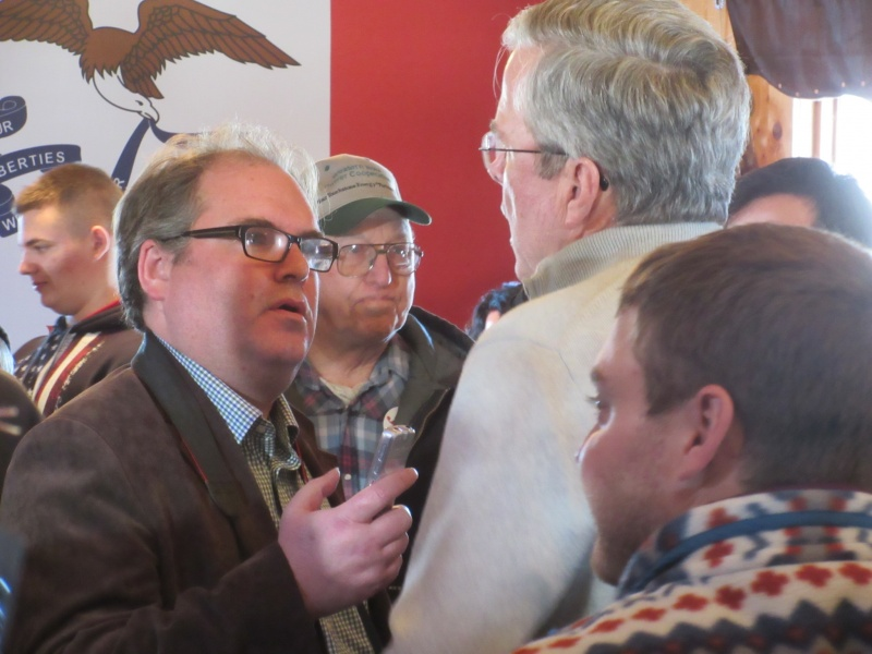 Doug Burns interviews Jeb Bush Jan 29 A.JPG