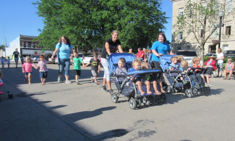 Daycare kids in parade too.JPG